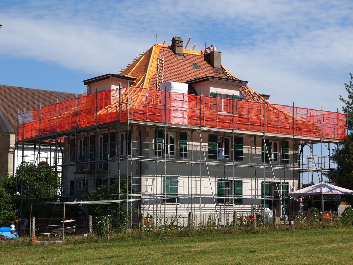 Echafaudages pour travaux de toiture à Châtonnaye - Bugnon échafaudages